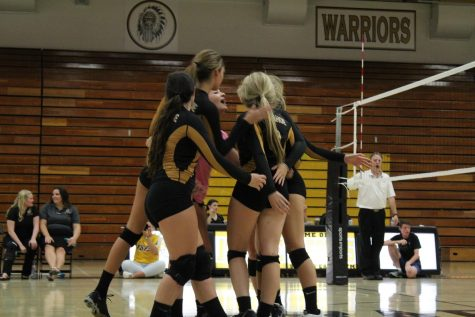 Arapahoe Volleyball celebrates at home after winning a serve. Photo by Taylor Yuan, Calumet Yearbook.
